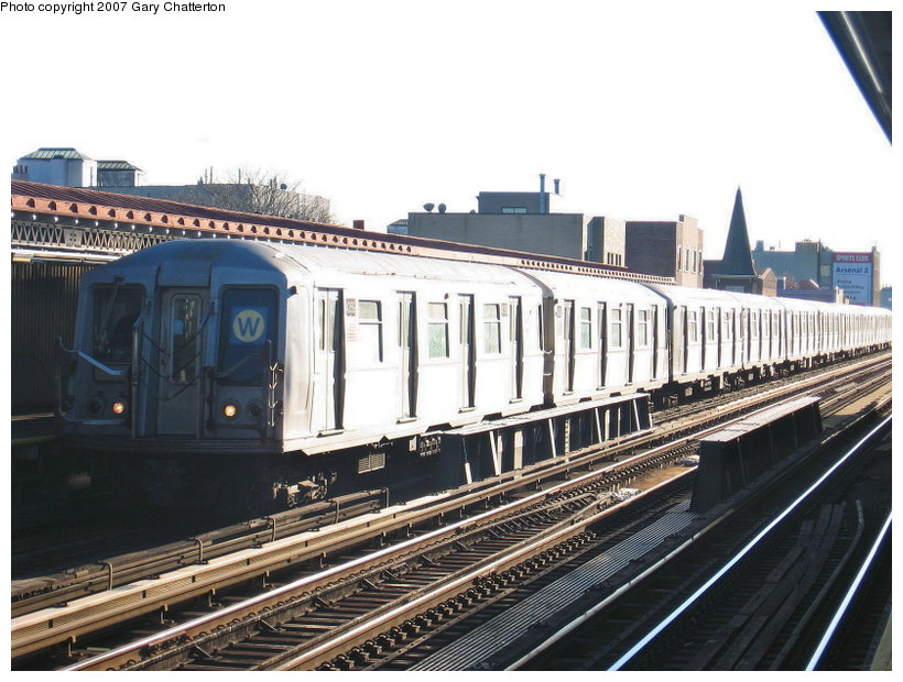 (121k, 820x620)<br><b>Country:</b> United States<br><b>City:</b> New York<br><b>System:</b> New York City Transit<br><b>Line:</b> BMT Astoria Line<br><b>Location:</b> 30th/Grand Aves. <br><b>Route:</b> W<br><b>Car:</b> R-40 (St. Louis, 1968)  4359 <br><b>Photo by:</b> Gary Chatterton<br><b>Date:</b> 11/21/2006<br><b>Viewed (this week/total):</b> 5 / 2023