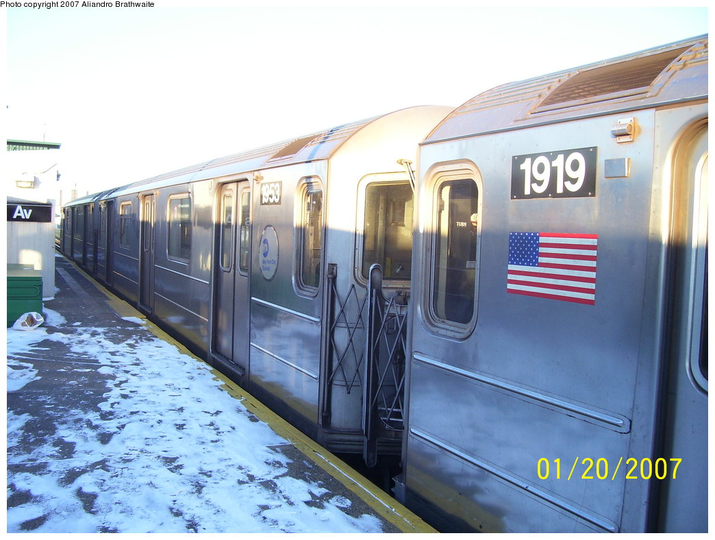 (177k, 1044x788)<br><b>Country:</b> United States<br><b>City:</b> New York<br><b>System:</b> New York City Transit<br><b>Line:</b> IRT Brooklyn Line<br><b>Location:</b> New Lots Avenue <br><b>Route:</b> 3<br><b>Car:</b> R-62A (Bombardier, 1984-1987)  1919/1953 <br><b>Photo by:</b> Aliandro Brathwaite<br><b>Date:</b> 1/20/2007<br><b>Viewed (this week/total):</b> 1 / 2672