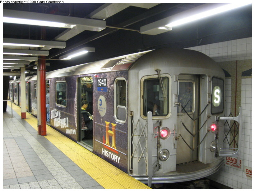 (142k, 820x620)<br><b>Country:</b> United States<br><b>City:</b> New York<br><b>System:</b> New York City Transit<br><b>Line:</b> IRT Times Square-Grand Central Shuttle<br><b>Location:</b> Grand Central <br><b>Route:</b> S<br><b>Car:</b> R-62A (Bombardier, 1984-1987)  1940 <br><b>Photo by:</b> Gary Chatterton<br><b>Date:</b> 10/2/2008<br><b>Viewed (this week/total):</b> 0 / 1282