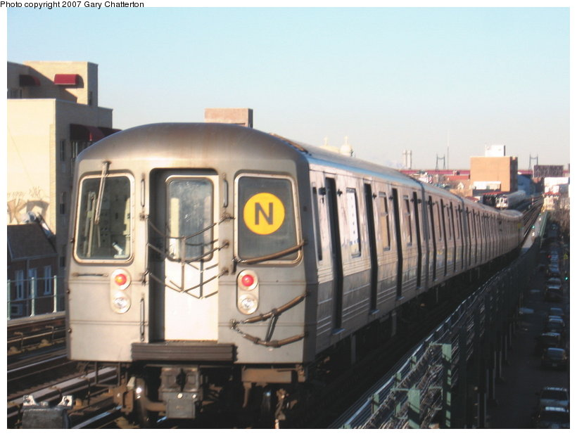 (88k, 820x620)<br><b>Country:</b> United States<br><b>City:</b> New York<br><b>System:</b> New York City Transit<br><b>Line:</b> BMT Astoria Line<br><b>Location:</b> Broadway <br><b>Route:</b> N<br><b>Car:</b> R-68A (Kawasaki, 1988-1989)  5090 <br><b>Photo by:</b> Gary Chatterton<br><b>Date:</b> 11/21/2006<br><b>Viewed (this week/total):</b> 13 / 1600