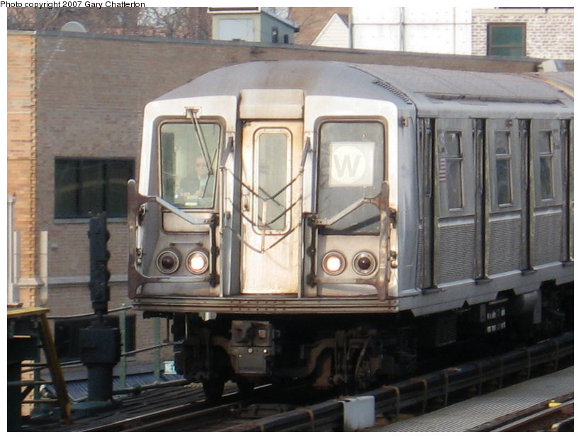 (106k, 820x620)<br><b>Country:</b> United States<br><b>City:</b> New York<br><b>System:</b> New York City Transit<br><b>Line:</b> BMT Astoria Line<br><b>Location:</b> 30th/Grand Aves. <br><b>Route:</b> W<br><b>Car:</b> R-40 (St. Louis, 1968)  4359 <br><b>Photo by:</b> Gary Chatterton<br><b>Date:</b> 1/30/2007<br><b>Viewed (this week/total):</b> 1 / 2259
