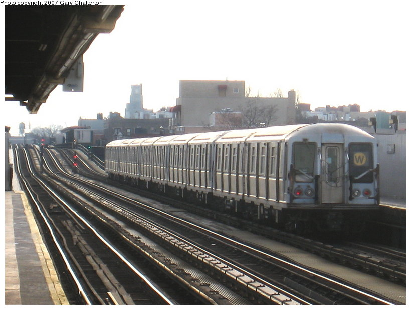 (102k, 820x620)<br><b>Country:</b> United States<br><b>City:</b> New York<br><b>System:</b> New York City Transit<br><b>Line:</b> BMT Astoria Line<br><b>Location:</b> 30th/Grand Aves. <br><b>Route:</b> W<br><b>Car:</b> R-40 (St. Louis, 1968)  4398 <br><b>Photo by:</b> Gary Chatterton<br><b>Date:</b> 1/30/2007<br><b>Viewed (this week/total):</b> 4 / 1595