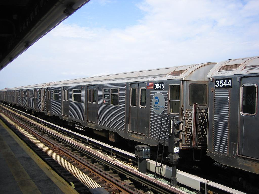(131k, 1024x768)<br><b>Country:</b> United States<br><b>City:</b> New York<br><b>System:</b> New York City Transit<br><b>Line:</b> BMT Culver Line<br><b>Location:</b> Avenue X <br><b>Route:</b> F<br><b>Car:</b> R-32 (Budd, 1964)  3545 <br><b>Photo by:</b> Michael Hodurski<br><b>Date:</b> 8/19/2006<br><b>Viewed (this week/total):</b> 0 / 1566