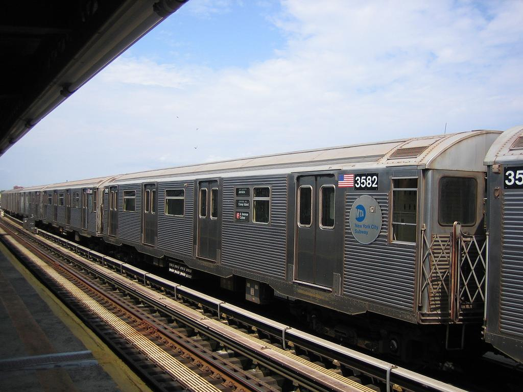 (130k, 1024x768)<br><b>Country:</b> United States<br><b>City:</b> New York<br><b>System:</b> New York City Transit<br><b>Line:</b> BMT Culver Line<br><b>Location:</b> Avenue X <br><b>Route:</b> F<br><b>Car:</b> R-32 (Budd, 1964)  3582 <br><b>Photo by:</b> Michael Hodurski<br><b>Date:</b> 8/19/2006<br><b>Viewed (this week/total):</b> 0 / 2048
