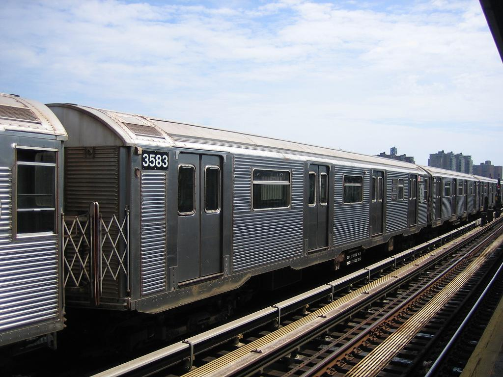 (138k, 1024x768)<br><b>Country:</b> United States<br><b>City:</b> New York<br><b>System:</b> New York City Transit<br><b>Line:</b> BMT Culver Line<br><b>Location:</b> Avenue X <br><b>Route:</b> F<br><b>Car:</b> R-32 (Budd, 1964)  3583 <br><b>Photo by:</b> Michael Hodurski<br><b>Date:</b> 8/19/2006<br><b>Viewed (this week/total):</b> 6 / 1594