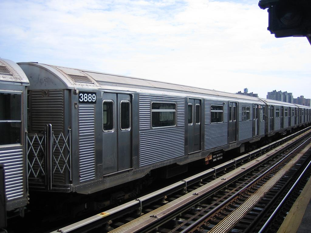 (131k, 1024x768)<br><b>Country:</b> United States<br><b>City:</b> New York<br><b>System:</b> New York City Transit<br><b>Line:</b> BMT Culver Line<br><b>Location:</b> Avenue X <br><b>Route:</b> F<br><b>Car:</b> R-32 (Budd, 1964)  3889 <br><b>Photo by:</b> Michael Hodurski<br><b>Date:</b> 8/19/2006<br><b>Viewed (this week/total):</b> 0 / 1442