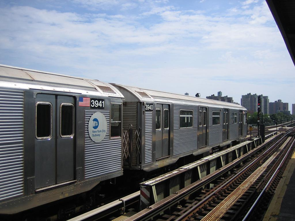 (133k, 1024x768)<br><b>Country:</b> United States<br><b>City:</b> New York<br><b>System:</b> New York City Transit<br><b>Line:</b> BMT Culver Line<br><b>Location:</b> Avenue X <br><b>Route:</b> F<br><b>Car:</b> R-32 (Budd, 1964)  3940 <br><b>Photo by:</b> Michael Hodurski<br><b>Date:</b> 8/19/2006<br><b>Viewed (this week/total):</b> 0 / 1258