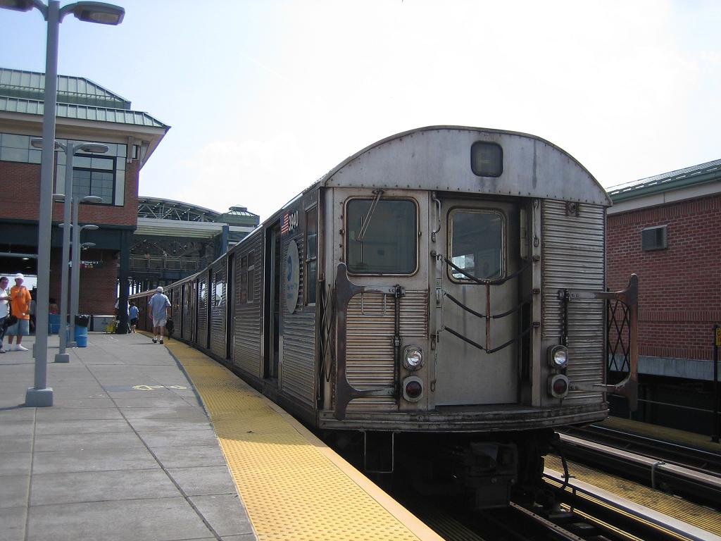 (115k, 1024x768)<br><b>Country:</b> United States<br><b>City:</b> New York<br><b>System:</b> New York City Transit<br><b>Location:</b> Coney Island/Stillwell Avenue<br><b>Route:</b> F<br><b>Car:</b> R-32 (Budd, 1964)  3940 <br><b>Photo by:</b> Michael Hodurski<br><b>Date:</b> 8/20/2006<br><b>Viewed (this week/total):</b> 3 / 1299
