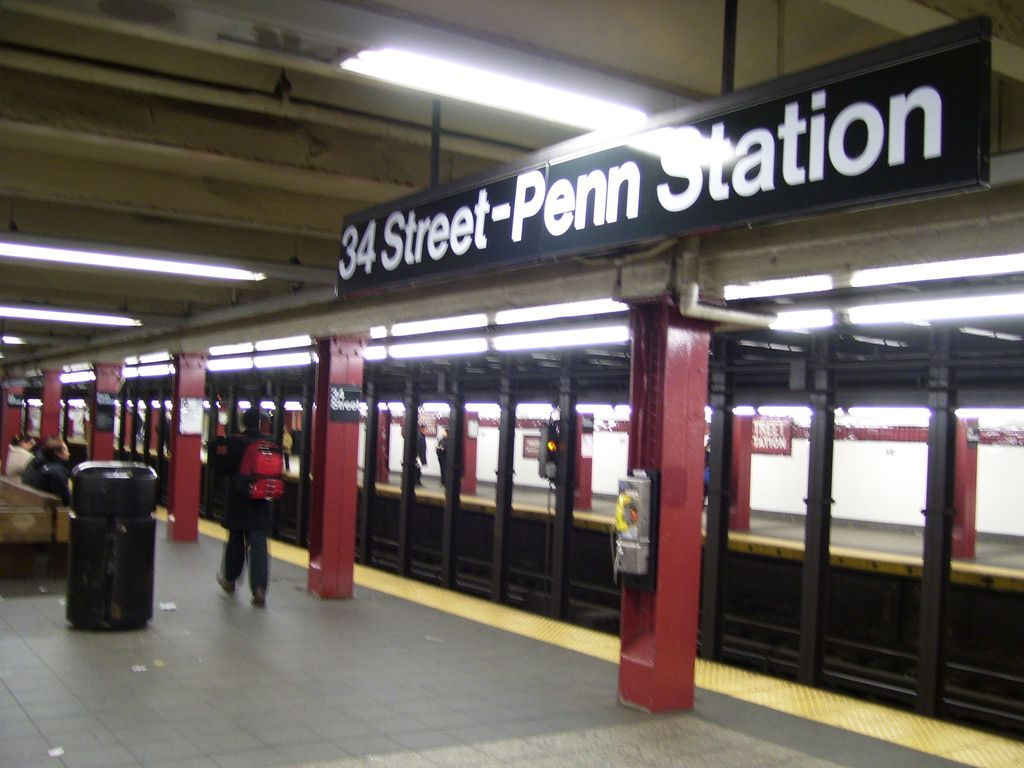 (114k, 1024x768)<br><b>Country:</b> United States<br><b>City:</b> New York<br><b>System:</b> New York City Transit<br><b>Line:</b> IND 8th Avenue Line<br><b>Location:</b> 34th Street/Penn Station <br><b>Photo by:</b> Roberto C. Tobar<br><b>Date:</b> 2/7/2007<br><b>Viewed (this week/total):</b> 0 / 2542