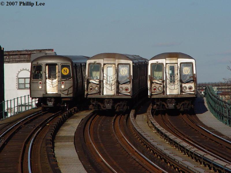 (80k, 800x600)<br><b>Country:</b> United States<br><b>City:</b> New York<br><b>System:</b> New York City Transit<br><b>Line:</b> BMT Astoria Line<br><b>Location:</b> 30th/Grand Aves. <br><b>Route:</b> N/W<br><b>Car:</b> R-40 (St. Louis, 1968)   <br><b>Photo by:</b> Phillip Lee<br><b>Date:</b> 2/7/2007<br><b>Notes:</b> With R68 on N<br><b>Viewed (this week/total):</b> 1 / 3074