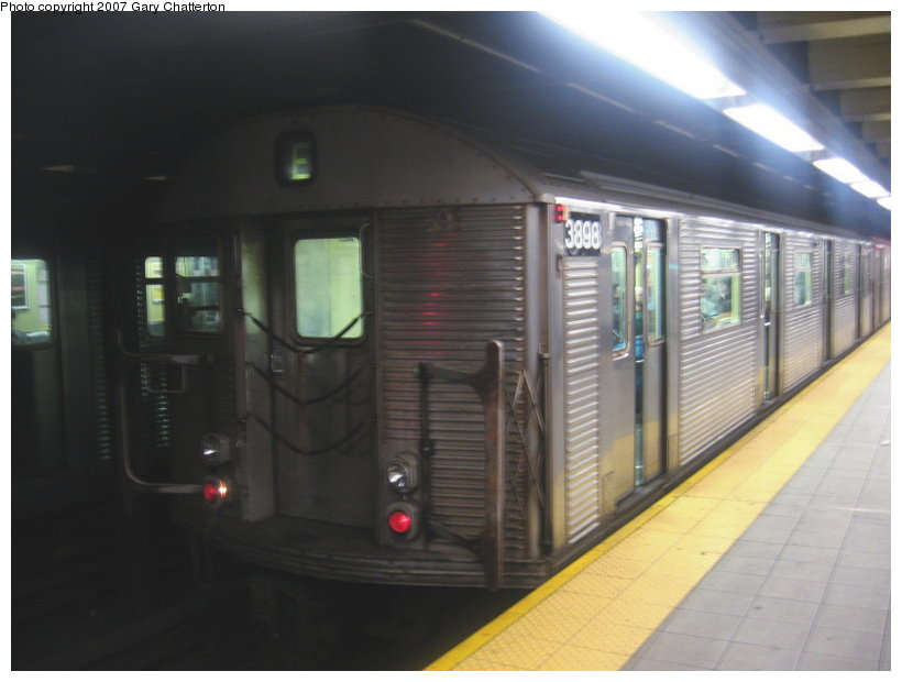 (78k, 820x620)<br><b>Country:</b> United States<br><b>City:</b> New York<br><b>System:</b> New York City Transit<br><b>Line:</b> IND Queens Boulevard Line<br><b>Location:</b> Roosevelt Avenue <br><b>Route:</b> E<br><b>Car:</b> R-32 (Budd, 1964)  3898 <br><b>Photo by:</b> Gary Chatterton<br><b>Date:</b> 1/28/2007<br><b>Viewed (this week/total):</b> 1 / 1603