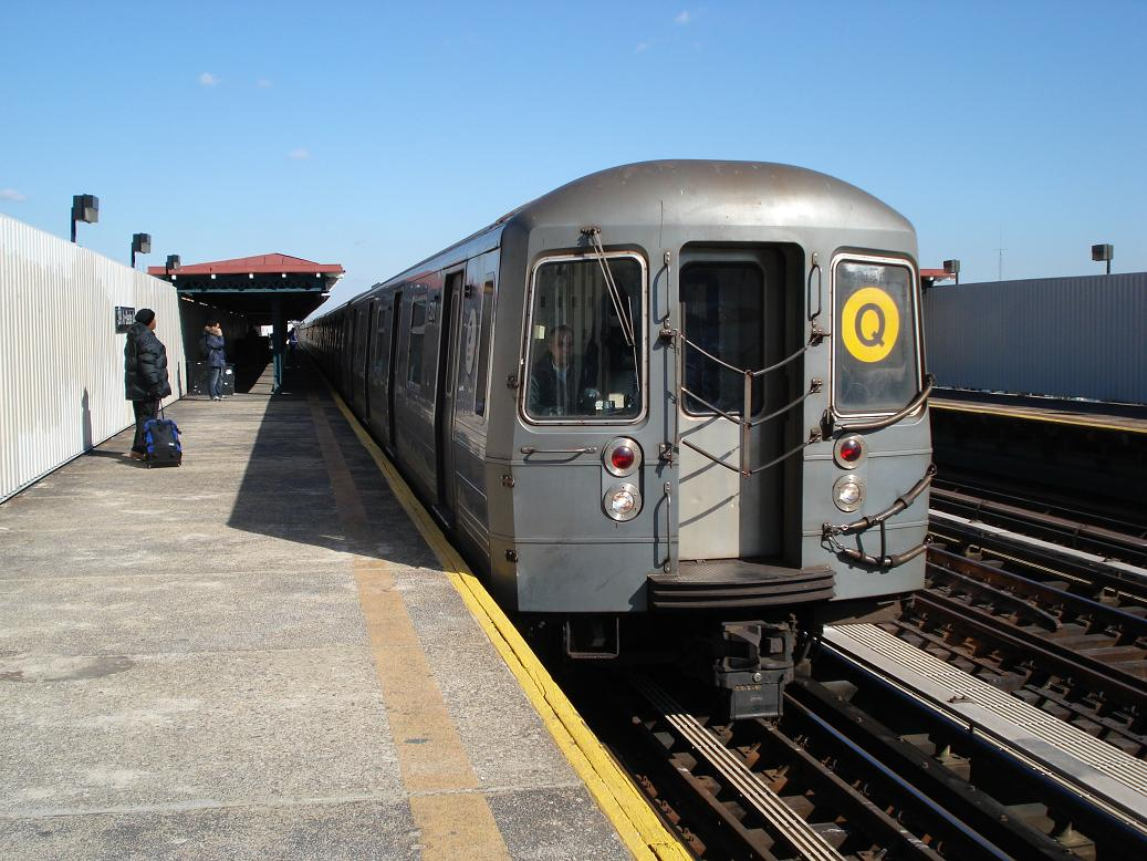 (146k, 1037x778)<br><b>Country:</b> United States<br><b>City:</b> New York<br><b>System:</b> New York City Transit<br><b>Line:</b> BMT Astoria Line<br><b>Location:</b> 30th/Grand Aves. <br><b>Route:</b> Q<br><b>Car:</b> R-68A (Kawasaki, 1988-1989)  5200 <br><b>Photo by:</b> Michael Hodurski<br><b>Date:</b> 2/10/2007<br><b>Viewed (this week/total):</b> 0 / 2200