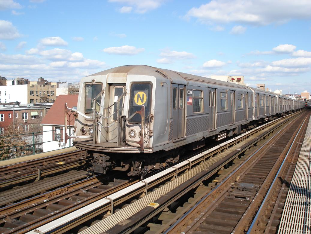 (166k, 1037x778)<br><b>Country:</b> United States<br><b>City:</b> New York<br><b>System:</b> New York City Transit<br><b>Line:</b> BMT Astoria Line<br><b>Location:</b> Broadway <br><b>Route:</b> N<br><b>Car:</b> R-40 (St. Louis, 1968)  4330 <br><b>Photo by:</b> Michael Hodurski<br><b>Date:</b> 2/10/2007<br><b>Viewed (this week/total):</b> 1 / 2183