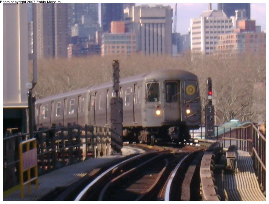 (113k, 881x668)<br><b>Country:</b> United States<br><b>City:</b> New York<br><b>System:</b> New York City Transit<br><b>Line:</b> BMT Astoria Line<br><b>Location:</b> Queensborough Plaza <br><b>Route:</b> Q<br><b>Car:</b> R-68A (Kawasaki, 1988-1989)   <br><b>Photo by:</b> Pablo Maneiro<br><b>Viewed (this week/total):</b> 0 / 1794