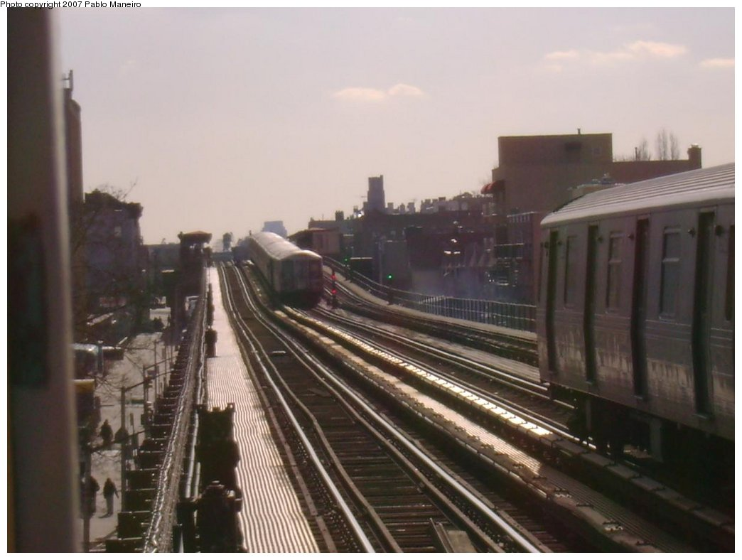 (136k, 1044x788)<br><b>Country:</b> United States<br><b>City:</b> New York<br><b>System:</b> New York City Transit<br><b>Line:</b> BMT Astoria Line<br><b>Location:</b> 30th/Grand Aves. <br><b>Photo by:</b> Pablo Maneiro<br><b>Notes:</b> Lay-up on center track.<br><b>Viewed (this week/total):</b> 0 / 1181
