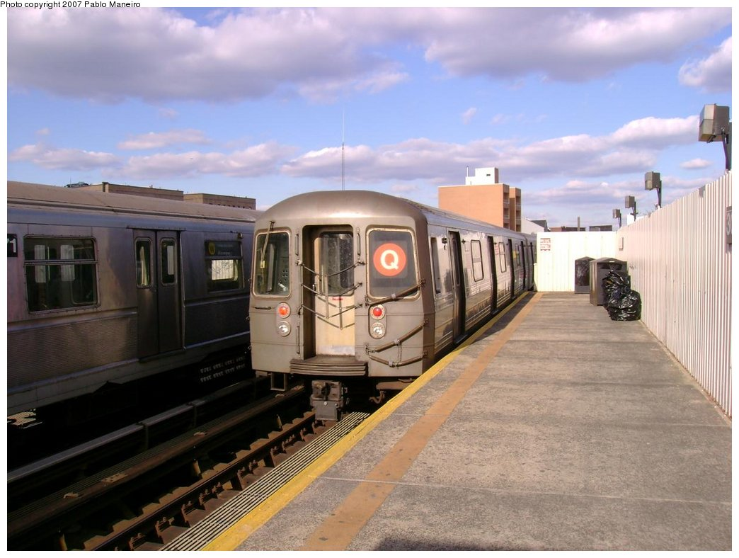 (163k, 1044x788)<br><b>Country:</b> United States<br><b>City:</b> New York<br><b>System:</b> New York City Transit<br><b>Line:</b> BMT Astoria Line<br><b>Location:</b> 30th/Grand Aves. <br><b>Route:</b> Q<br><b>Car:</b> R-68 (Westinghouse-Amrail, 1986-1988)  2890 <br><b>Photo by:</b> Pablo Maneiro<br><b>Viewed (this week/total):</b> 0 / 1964
