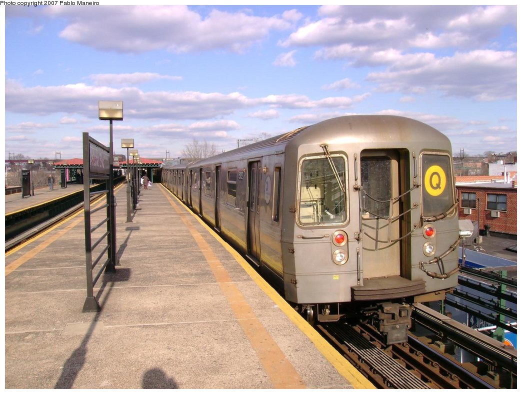 (197k, 1044x788)<br><b>Country:</b> United States<br><b>City:</b> New York<br><b>System:</b> New York City Transit<br><b>Line:</b> BMT Astoria Line<br><b>Location:</b> Astoria Boulevard/Hoyt Avenue <br><b>Route:</b> Q<br><b>Car:</b> R-68A (Kawasaki, 1988-1989)  5162 <br><b>Photo by:</b> Pablo Maneiro<br><b>Viewed (this week/total):</b> 11 / 1493