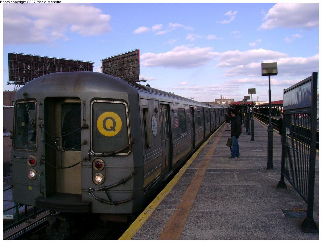 (161k, 1044x788)<br><b>Country:</b> United States<br><b>City:</b> New York<br><b>System:</b> New York City Transit<br><b>Line:</b> BMT Astoria Line<br><b>Location:</b> Astoria Boulevard/Hoyt Avenue <br><b>Route:</b> Q<br><b>Car:</b> R-68A (Kawasaki, 1988-1989)  5162 <br><b>Photo by:</b> Pablo Maneiro<br><b>Viewed (this week/total):</b> 0 / 1744