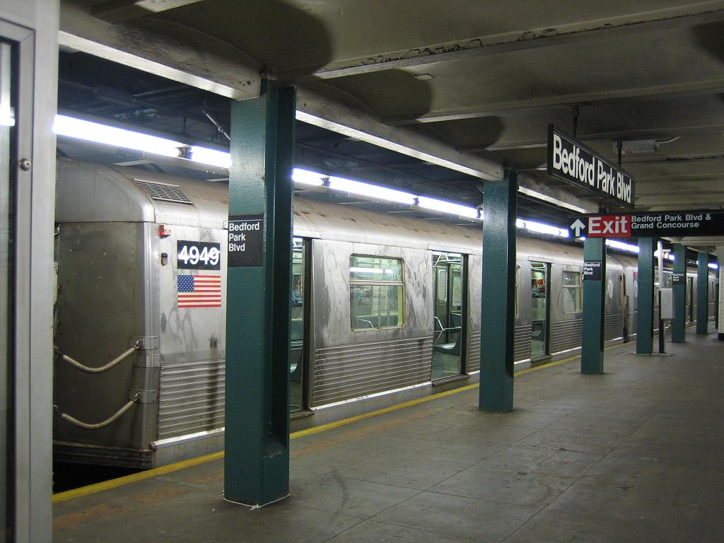 (115k, 1024x768)<br><b>Country:</b> United States<br><b>City:</b> New York<br><b>System:</b> New York City Transit<br><b>Line:</b> IND Concourse Line<br><b>Location:</b> Bedford Park Boulevard <br><b>Route:</b> B<br><b>Car:</b> R-42 (St. Louis, 1969-1970)  4949 <br><b>Photo by:</b> Michael Hodurski<br><b>Date:</b> 8/24/2006<br><b>Viewed (this week/total):</b> 5 / 2429