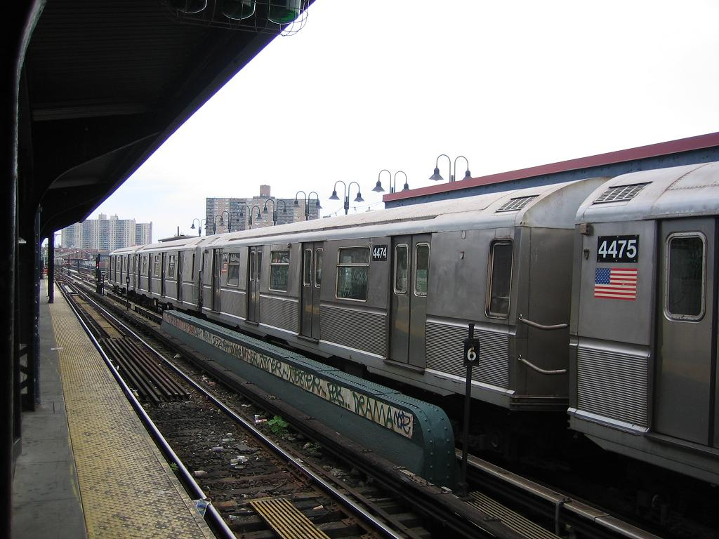 (121k, 1024x768)<br><b>Country:</b> United States<br><b>City:</b> New York<br><b>System:</b> New York City Transit<br><b>Line:</b> BMT Brighton Line<br><b>Location:</b> Brighton Beach <br><b>Route:</b> B<br><b>Car:</b> R-40M (St. Louis, 1969)  4474 <br><b>Photo by:</b> Michael Hodurski<br><b>Date:</b> 6/14/2006<br><b>Viewed (this week/total):</b> 2 / 2085