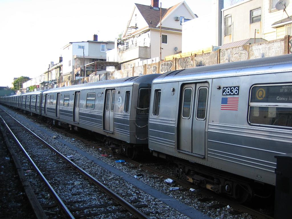 (158k, 1024x768)<br><b>Country:</b> United States<br><b>City:</b> New York<br><b>System:</b> New York City Transit<br><b>Line:</b> BMT Sea Beach Line<br><b>Location:</b> Avenue U <br><b>Route:</b> Q<br><b>Car:</b> R-68 (Westinghouse-Amrail, 1986-1988)  2826 <br><b>Photo by:</b> Michael Hodurski<br><b>Date:</b> 5/20/2006<br><b>Viewed (this week/total):</b> 5 / 1773