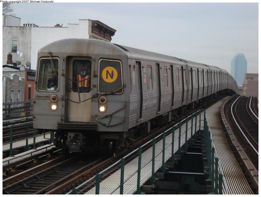 (154k, 1044x788)<br><b>Country:</b> United States<br><b>City:</b> New York<br><b>System:</b> New York City Transit<br><b>Line:</b> BMT Astoria Line<br><b>Location:</b> Astoria Boulevard/Hoyt Avenue <br><b>Route:</b> N<br><b>Car:</b> R-68A (Kawasaki, 1988-1989)  5076 <br><b>Photo by:</b> Michael Hodurski<br><b>Date:</b> 2/22/2007<br><b>Viewed (this week/total):</b> 2 / 2022