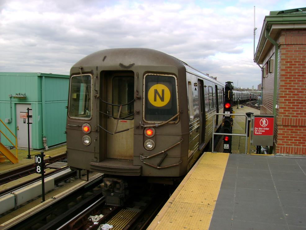(123k, 986x740)<br><b>Country:</b> United States<br><b>City:</b> New York<br><b>System:</b> New York City Transit<br><b>Location:</b> Coney Island/Stillwell Avenue<br><b>Route:</b> N<br><b>Car:</b> R-68 (Westinghouse-Amrail, 1986-1988)   <br><b>Photo by:</b> Pablo Maneiro<br><b>Date:</b> 11/18/2006<br><b>Viewed (this week/total):</b> 0 / 1576