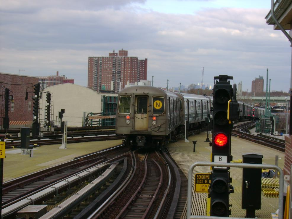 (119k, 986x740)<br><b>Country:</b> United States<br><b>City:</b> New York<br><b>System:</b> New York City Transit<br><b>Location:</b> Coney Island/Stillwell Avenue<br><b>Route:</b> N<br><b>Car:</b> R-68 (Westinghouse-Amrail, 1986-1988)   <br><b>Photo by:</b> Pablo Maneiro<br><b>Date:</b> 11/18/2006<br><b>Viewed (this week/total):</b> 6 / 1677