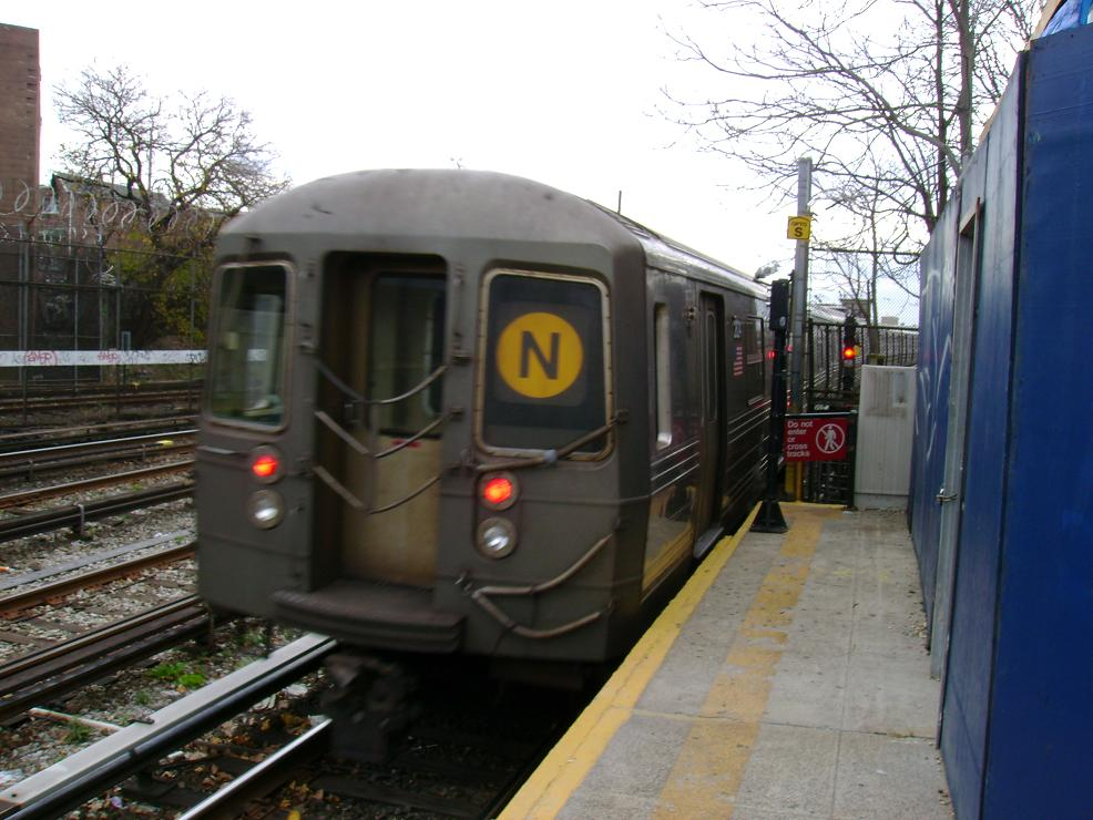 (128k, 986x740)<br><b>Country:</b> United States<br><b>City:</b> New York<br><b>System:</b> New York City Transit<br><b>Line:</b> BMT Sea Beach Line<br><b>Location:</b> 86th Street <br><b>Route:</b> N<br><b>Car:</b> R-68 (Westinghouse-Amrail, 1986-1988)   <br><b>Photo by:</b> Pablo Maneiro<br><b>Date:</b> 11/18/2006<br><b>Viewed (this week/total):</b> 2 / 1741