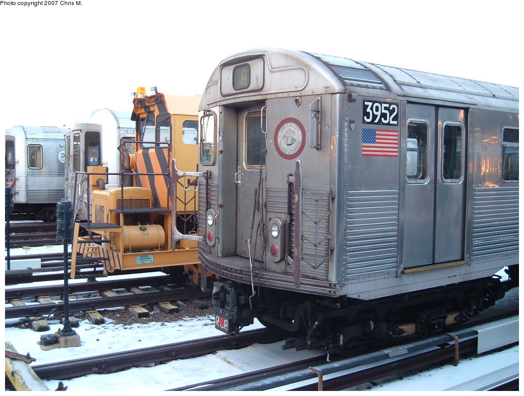 (188k, 1044x788)<br><b>Country:</b> United States<br><b>City:</b> New York<br><b>System:</b> New York City Transit<br><b>Location:</b> Rockaway Park Yard<br><b>Car:</b> R-38 (St. Louis, 1966-1967)  3952 <br><b>Photo by:</b> Chris M.<br><b>Date:</b> 2/18/2007<br><b>Viewed (this week/total):</b> 2 / 1869
