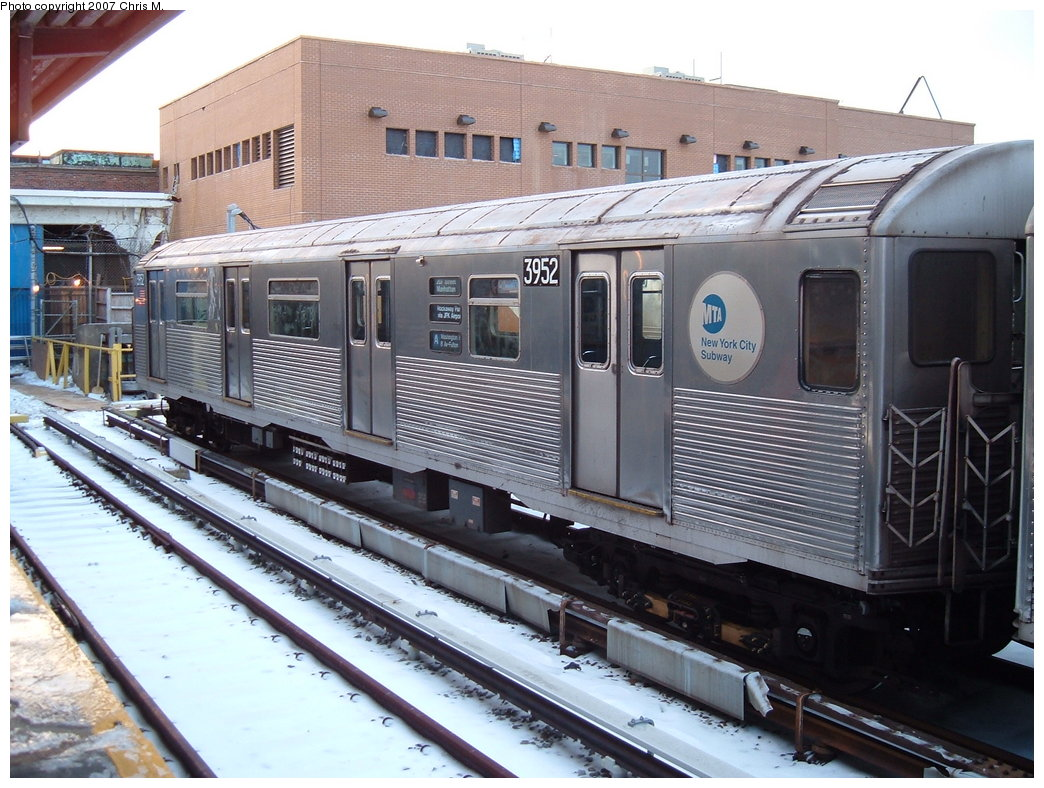 (204k, 1044x788)<br><b>Country:</b> United States<br><b>City:</b> New York<br><b>System:</b> New York City Transit<br><b>Location:</b> Rockaway Park Yard<br><b>Car:</b> R-38 (St. Louis, 1966-1967)  3952 <br><b>Photo by:</b> Chris M.<br><b>Date:</b> 2/18/2007<br><b>Viewed (this week/total):</b> 2 / 3129