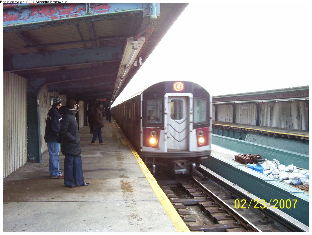 (172k, 1044x788)<br><b>Country:</b> United States<br><b>City:</b> New York<br><b>System:</b> New York City Transit<br><b>Line:</b> IRT Brooklyn Line<br><b>Location:</b> Saratoga Avenue <br><b>Route:</b> 4<br><b>Car:</b> R-142A (Supplemental Order, Kawasaki, 2003-2004)  7735 <br><b>Photo by:</b> Aliandro Brathwaite<br><b>Date:</b> 2/23/2007<br><b>Viewed (this week/total):</b> 1 / 2664