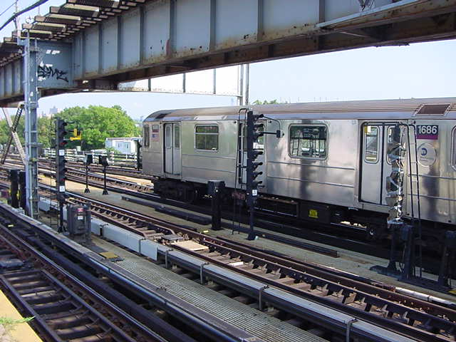 (59k, 640x480)<br><b>Country:</b> United States<br><b>City:</b> New York<br><b>System:</b> New York City Transit<br><b>Line:</b> IRT Flushing Line<br><b>Location:</b> 111th Street <br><b>Route:</b> 7<br><b>Car:</b> R-62A (Bombardier, 1984-1987)  1686 <br><b>Photo by:</b> Salaam Allah<br><b>Date:</b> 9/21/2002<br><b>Viewed (this week/total):</b> 0 / 4385