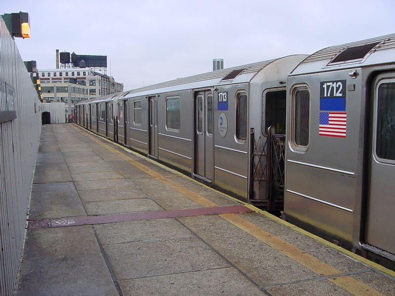 (82k, 800x600)<br><b>Country:</b> United States<br><b>City:</b> New York<br><b>System:</b> New York City Transit<br><b>Line:</b> IRT Flushing Line<br><b>Location:</b> Court House Square/45th Road <br><b>Route:</b> 7<br><b>Car:</b> R-62A (Bombardier, 1984-1987)  1713 <br><b>Photo by:</b> Salaam Allah<br><b>Date:</b> 9/27/2002<br><b>Viewed (this week/total):</b> 2 / 3837