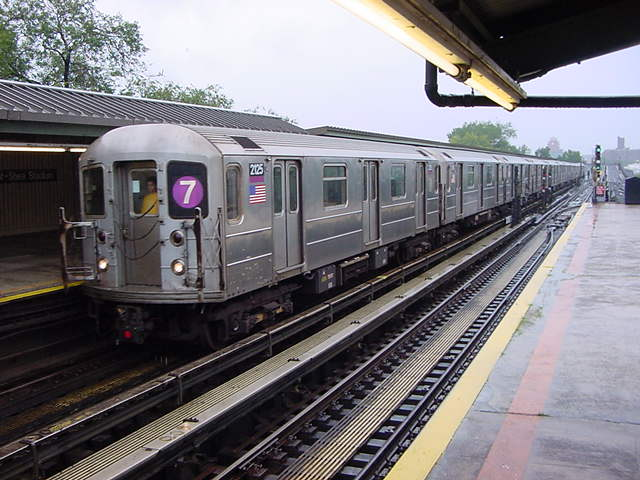 (60k, 640x480)<br><b>Country:</b> United States<br><b>City:</b> New York<br><b>System:</b> New York City Transit<br><b>Line:</b> IRT Flushing Line<br><b>Location:</b> Willets Point/Mets (fmr. Shea Stadium) <br><b>Route:</b> 7<br><b>Car:</b> R-62A (Bombardier, 1984-1987)  2125 <br><b>Photo by:</b> Salaam Allah<br><b>Date:</b> 9/26/2002<br><b>Viewed (this week/total):</b> 4 / 2353