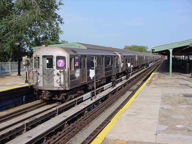 (61k, 640x480)<br><b>Country:</b> United States<br><b>City:</b> New York<br><b>System:</b> New York City Transit<br><b>Line:</b> IRT Flushing Line<br><b>Location:</b> Willets Point/Mets (fmr. Shea Stadium) <br><b>Route:</b> 7<br><b>Car:</b> R-62A (Bombardier, 1984-1987)  2135 <br><b>Photo by:</b> Salaam Allah<br><b>Date:</b> 9/21/2002<br><b>Viewed (this week/total):</b> 0 / 2487
