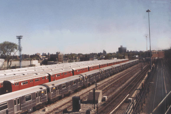 (39k, 579x387)<br><b>Country:</b> United States<br><b>City:</b> New York<br><b>System:</b> New York City Transit<br><b>Location:</b> Unionport Yard<br><b>Photo by:</b> Peter Dougherty<br><b>Date:</b> 1998<br><b>Viewed (this week/total):</b> 1 / 2510