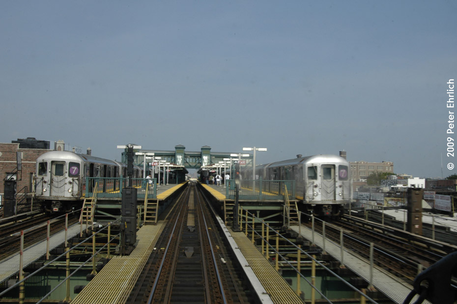 (163k, 930x618)<br><b>Country:</b> United States<br><b>City:</b> New York<br><b>System:</b> New York City Transit<br><b>Line:</b> IRT Flushing Line<br><b>Location:</b> Junction Boulevard <br><b>Route:</b> 7<br><b>Car:</b> R-62A (Bombardier, 1984-1987)  1706 <br><b>Photo by:</b> Peter Ehrlich<br><b>Date:</b> 7/22/2009<br><b>Notes:</b> Inbound. With 1735 outbound.<br><b>Viewed (this week/total):</b> 3 / 972