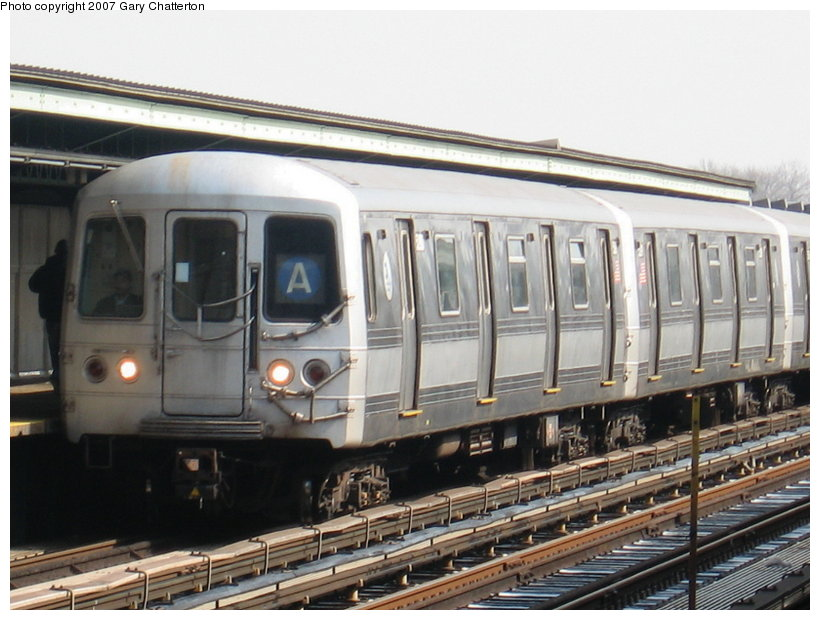 (110k, 820x620)<br><b>Country:</b> United States<br><b>City:</b> New York<br><b>System:</b> New York City Transit<br><b>Line:</b> IND Fulton Street Line<br><b>Location:</b> 80th Street/Hudson Street <br><b>Route:</b> A<br><b>Car:</b> R-44 (St. Louis, 1971-73)  <br><b>Photo by:</b> Gary Chatterton<br><b>Date:</b> 2/27/2007<br><b>Viewed (this week/total):</b> 0 / 1926