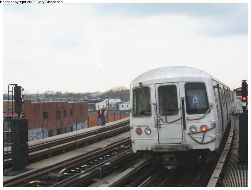 (72k, 820x620)<br><b>Country:</b> United States<br><b>City:</b> New York<br><b>System:</b> New York City Transit<br><b>Line:</b> IND Fulton Street Line<br><b>Location:</b> 80th Street/Hudson Street <br><b>Route:</b> A<br><b>Car:</b> R-44 (St. Louis, 1971-73) 5414 <br><b>Photo by:</b> Gary Chatterton<br><b>Date:</b> 2/27/2007<br><b>Viewed (this week/total):</b> 0 / 1702