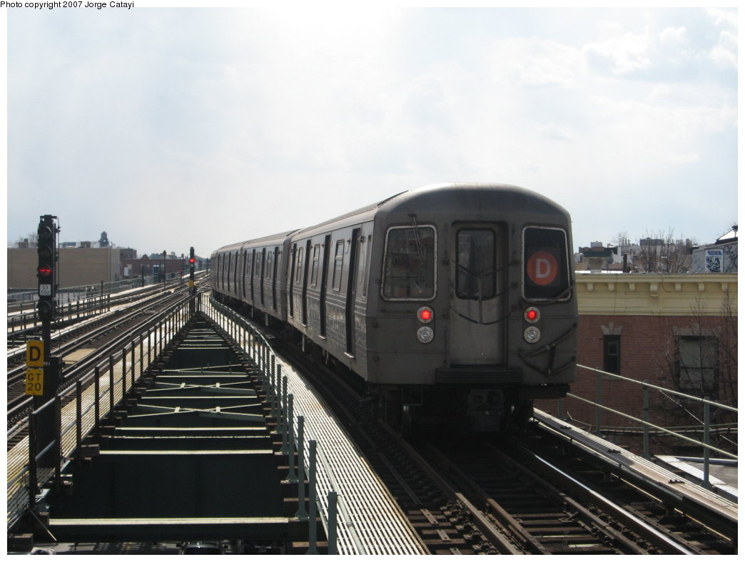 (137k, 1044x788)<br><b>Country:</b> United States<br><b>City:</b> New York<br><b>System:</b> New York City Transit<br><b>Line:</b> BMT West End Line<br><b>Location:</b> 62nd Street <br><b>Route:</b> D<br><b>Car:</b> R-68 (Westinghouse-Amrail, 1986-1988)  2706 <br><b>Photo by:</b> Jorge Catayi<br><b>Date:</b> 3/5/2007<br><b>Viewed (this week/total):</b> 0 / 1518