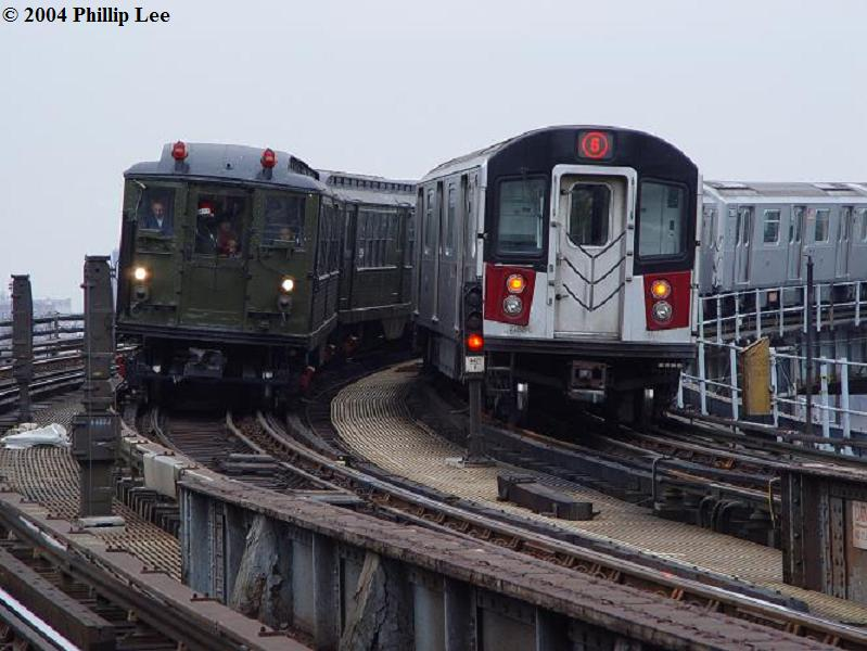 (73k, 799x600)<br><b>Country:</b> United States<br><b>City:</b> New York<br><b>System:</b> New York City Transit<br><b>Line:</b> IRT Pelham Line<br><b>Location:</b> Whitlock Avenue <br><b>Route:</b> Fan Trip<br><b>Car:</b> Low-V (Museum Train)  <br><b>Photo by:</b> Phillip Lee<br><b>Date:</b> 12/19/2004<br><b>Viewed (this week/total):</b> 2 / 1773