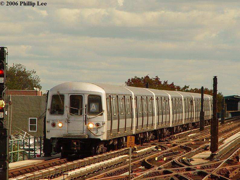 (85k, 794x596)<br><b>Country:</b> United States<br><b>City:</b> New York<br><b>System:</b> New York City Transit<br><b>Line:</b> IND Fulton Street Line<br><b>Location:</b> 80th Street/Hudson Street <br><b>Route:</b> A<br><b>Car:</b> R-44 (St. Louis, 1971-73)  <br><b>Photo by:</b> Phillip Lee<br><b>Date:</b> 10/23/2006<br><b>Viewed (this week/total):</b> 0 / 1674