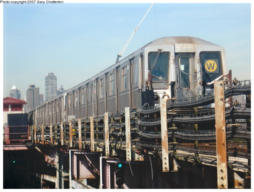 (112k, 820x620)<br><b>Country:</b> United States<br><b>City:</b> New York<br><b>System:</b> New York City Transit<br><b>Line:</b> BMT Astoria Line<br><b>Location:</b> Queensborough Plaza <br><b>Route:</b> W<br><b>Car:</b> R-40 (St. Louis, 1968)  4288 <br><b>Photo by:</b> Gary Chatterton<br><b>Date:</b> 3/9/2007<br><b>Viewed (this week/total):</b> 3 / 1922