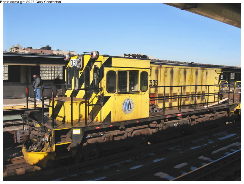 (110k, 820x620)<br><b>Country:</b> United States<br><b>City:</b> New York<br><b>System:</b> New York City Transit<br><b>Line:</b> IRT Flushing Line<br><b>Location:</b> 40th Street/Lowery Street <br><b>Route:</b> Work Service<br><b>Car:</b> R-120 Locomotive  909 <br><b>Photo by:</b> Gary Chatterton<br><b>Date:</b> 3/9/2007<br><b>Viewed (this week/total):</b> 0 / 955