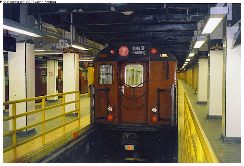 (113k, 820x559)<br><b>Country:</b> United States<br><b>City:</b> New York<br><b>System:</b> New York City Transit<br><b>Line:</b> IRT Flushing Line<br><b>Location:</b> Main Street/Flushing <br><b>Route:</b> 7<br><b>Car:</b> R-36 World's Fair (St. Louis, 1963-64)  <br><b>Photo by:</b> John Barnes<br><b>Date:</b> 4/3/2000<br><b>Viewed (this week/total):</b> 1 / 2401