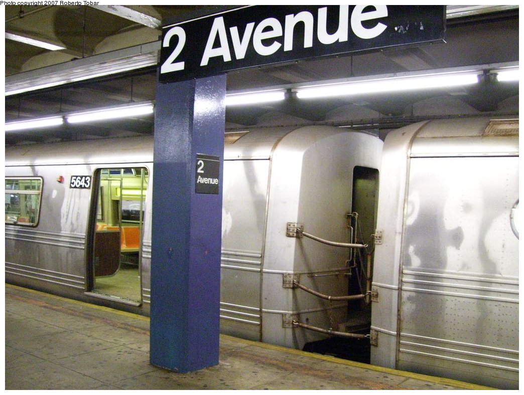 (188k, 1044x788)<br><b>Country:</b> United States<br><b>City:</b> New York<br><b>System:</b> New York City Transit<br><b>Line:</b> IND 6th Avenue Line<br><b>Location:</b> 2nd Avenue <br><b>Route:</b> V<br><b>Car:</b> R-46 (Pullman-Standard, 1974-75) 5643 <br><b>Photo by:</b> Roberto C. Tobar<br><b>Date:</b> 3/23/2007<br><b>Viewed (this week/total):</b> 0 / 2617