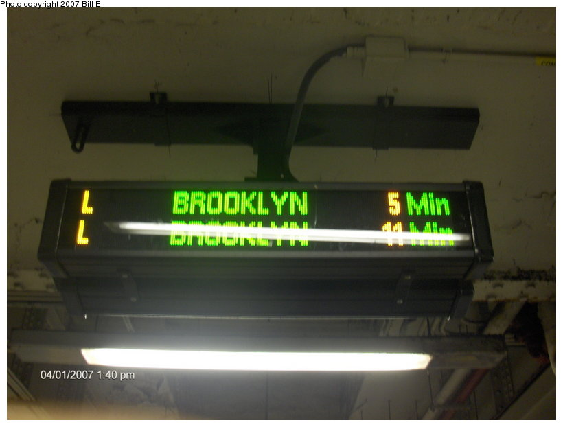 (65k, 820x622)<br><b>Country:</b> United States<br><b>City:</b> New York<br><b>System:</b> New York City Transit<br><b>Line:</b> BMT Canarsie Line<br><b>Location:</b> Union Square <br><b>Photo by:</b> Bill E.<br><b>Date:</b> 4/1/2007<br><b>Notes:</b> New train arrival indicator sign.<br><b>Viewed (this week/total):</b> 1 / 1986