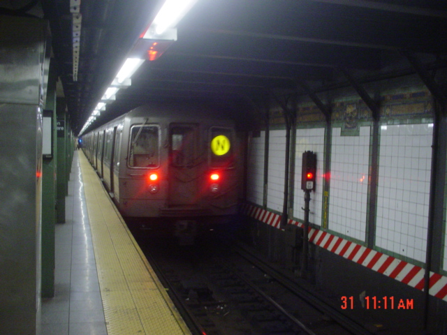 (155k, 640x480)<br><b>Country:</b> United States<br><b>City:</b> New York<br><b>System:</b> New York City Transit<br><b>Line:</b> BMT Broadway Line<br><b>Location:</b> Times Square/42nd Street <br><b>Route:</b> N<br><b>Car:</b> R-68/R-68A Series (Number Unknown)  <br><b>Photo by:</b> Jin-Young Yoon<br><b>Date:</b> 3/31/2007<br><b>Viewed (this week/total):</b> 2 / 2698