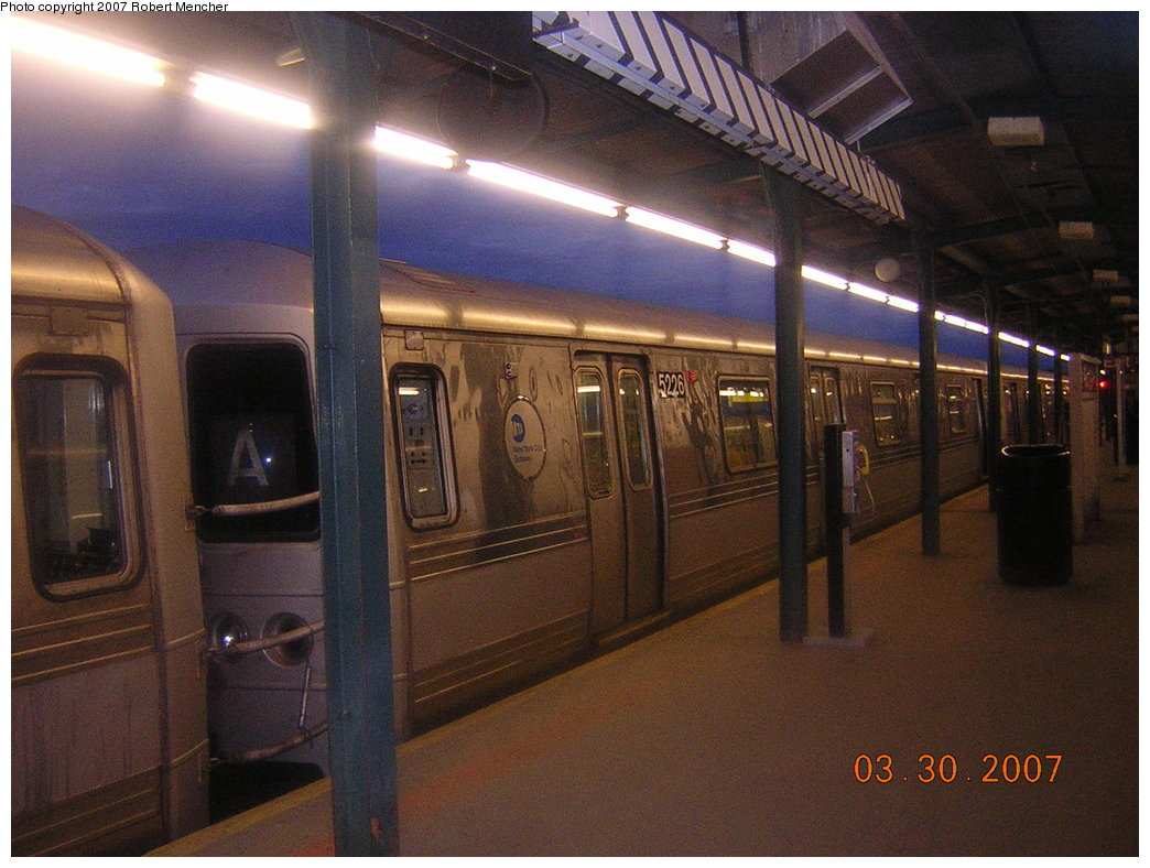 (212k, 1044x788)<br><b>Country:</b> United States<br><b>City:</b> New York<br><b>System:</b> New York City Transit<br><b>Line:</b> IND Fulton Street Line<br><b>Location:</b> Lefferts Boulevard <br><b>Route:</b> A<br><b>Car:</b> R-44 (St. Louis, 1971-73) 5226 <br><b>Photo by:</b> Robert Mencher<br><b>Date:</b> 3/30/2007<br><b>Viewed (this week/total):</b> 1 / 1967